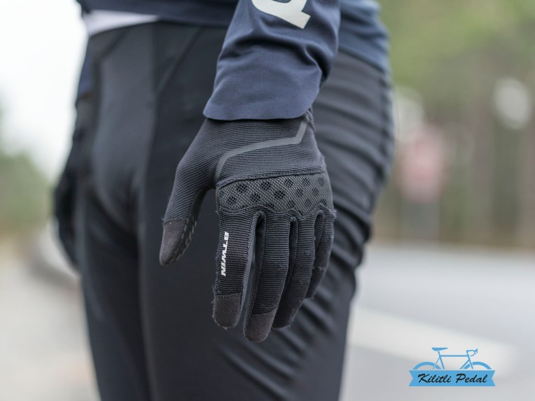 500 Dağ Bisikleti Eldiveniİ 49TL https://www.decathlon.com.tr/C-565575-bisiklet-eldivenleri