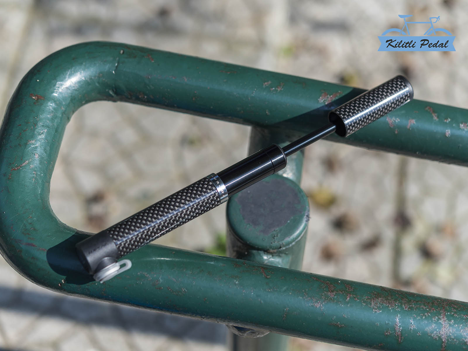 Topeak-Micro-Rocket-Karbon-Yol-Bisikleti-Pompası (4)